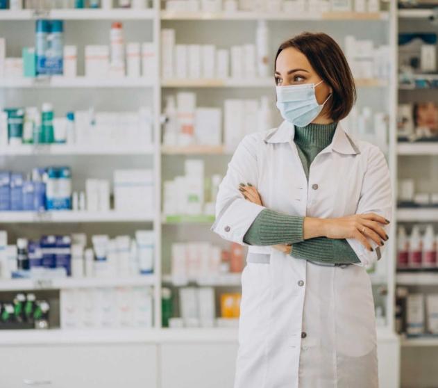 young-woman-pharmacist-pharmacy (1)
